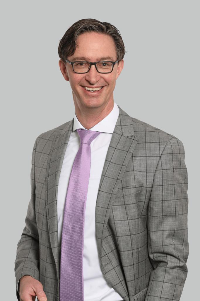 Portrait des Fachanwalts für Familienrecht und Erbrecht Phillip Nagel.